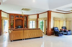 House for sale East Pattaya showing the living areas