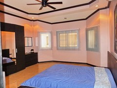 House for rent East Pattaya showing the master bedroom with wardrobe