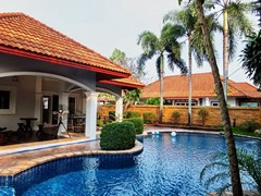 House for sale East Pattaya showing the pool and terrace