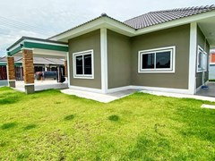 House for sale Mabprachan Pattaya showing the garden and utility area