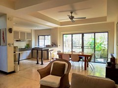 House for sale Na Jomtien showing the dining area and kitchen