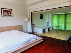 House for sale Na Jomtien showing the master bedroom suite