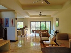 House for sale Na Jomtien showing the open plan concept