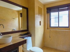 House for sale Na Jomtien showing the second bathroom