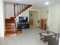 House for rent Pratumnak Pattaya showing the living room and TV area