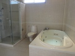House for rent Pratumnak Pattaya showing the master ensuite