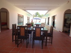 House for rent Pratumnak Pattaya showing the terrace dining area