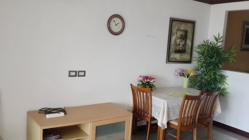 Condominium for sale Jomtien Pattaya showing the dining area