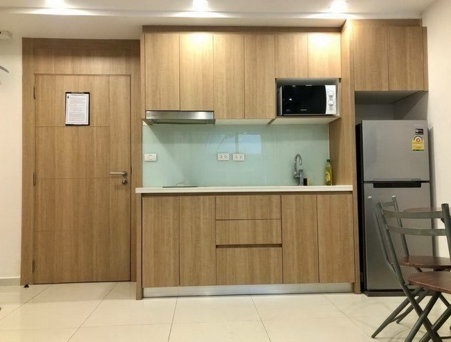 Condominium for sale Pratumnak Hill Pattaya showing the kitchen