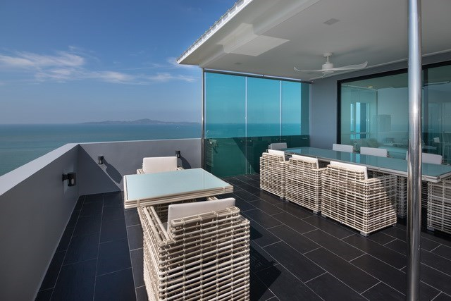 Condominium for sale Pratumnak Pattaya showing the outside dining area and view