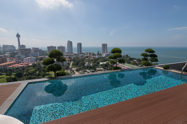 Condominium for sale Pratumnak Pattaya showing the private pool with view