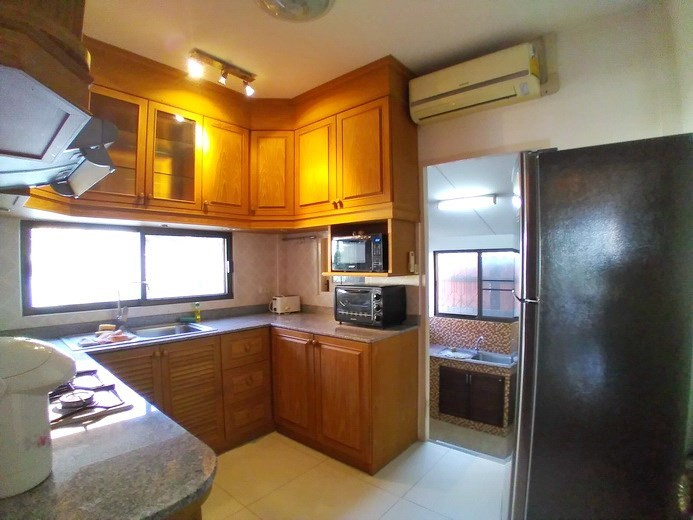House for rent East Pattaya showing the first kitchen