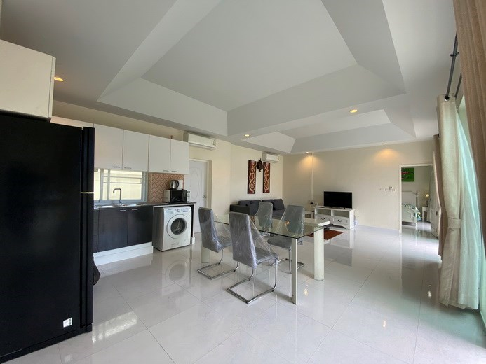 House for rent East Pattaya showing the kitchen, dining and living areas