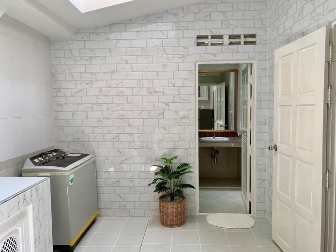 House for rent East Pattaya showing the utility area and second bathroom