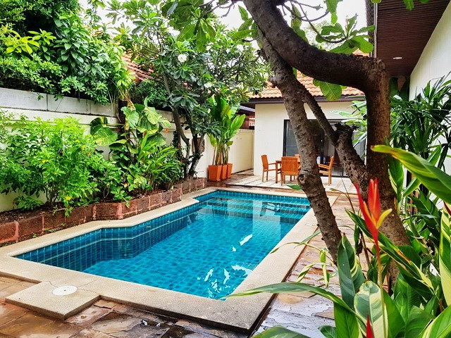 House for rent Jomtien View Talay Villas showing the pool and terraces