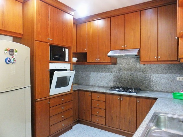 House for rent Mabprachan Pattaya showing the kitchen