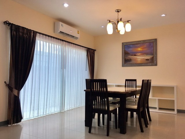 House For Rent Pattaya showing the dining area