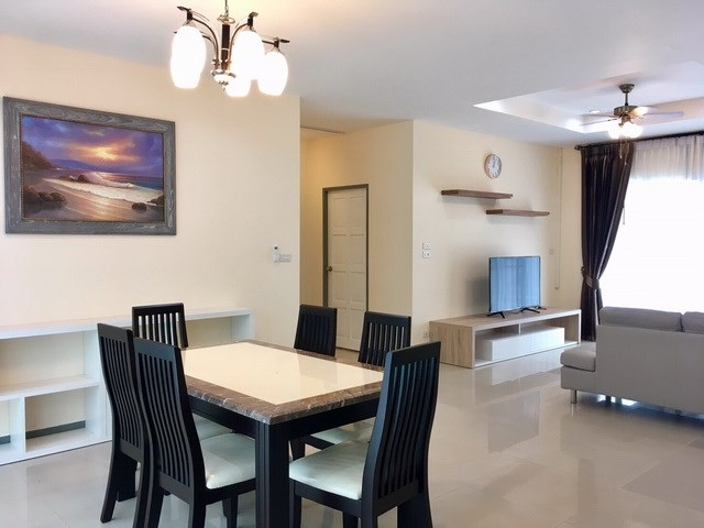 House For Rent Pattaya showing the dining and living areas