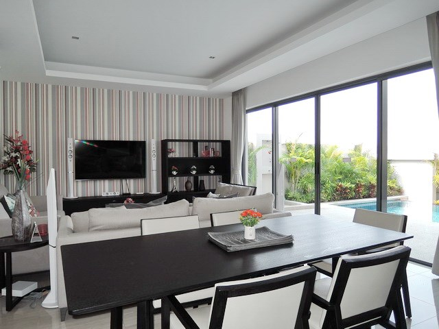 House for rent Amaya Hill Pattaya showing the dining and living area
