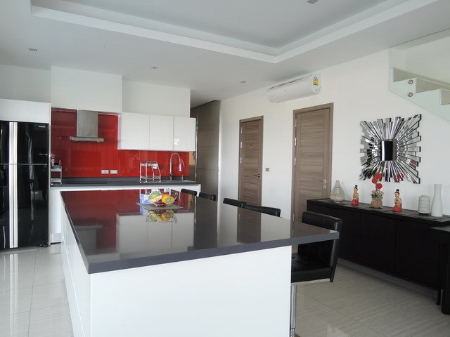 House for rent Amaya Hill Pattaya showing the kitchen