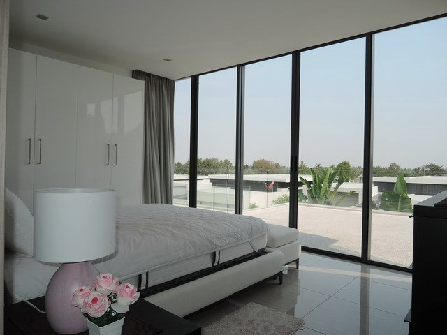 House for rent Amaya Hill Pattaya showing the second bedroom and terrace