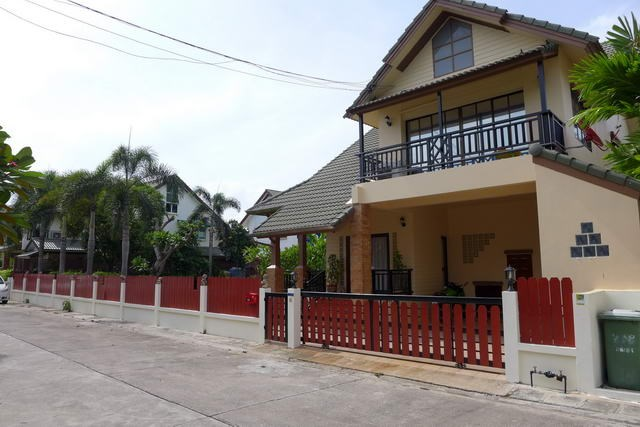 House for rent East Pattaya showing the house frontage