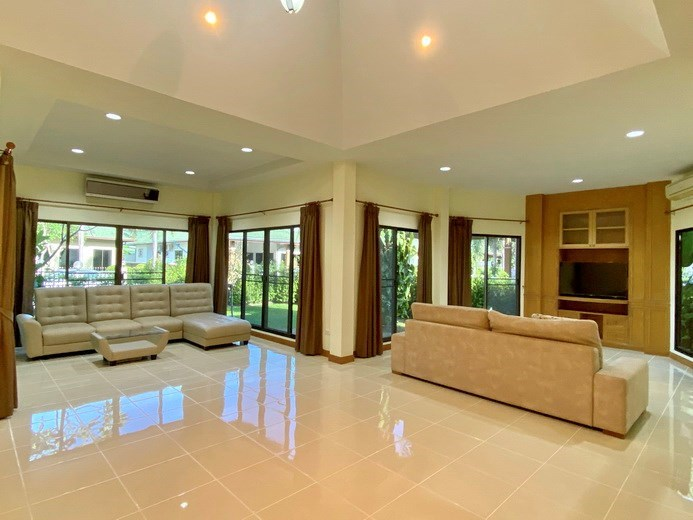House for rent East Pattaya showing the living areas