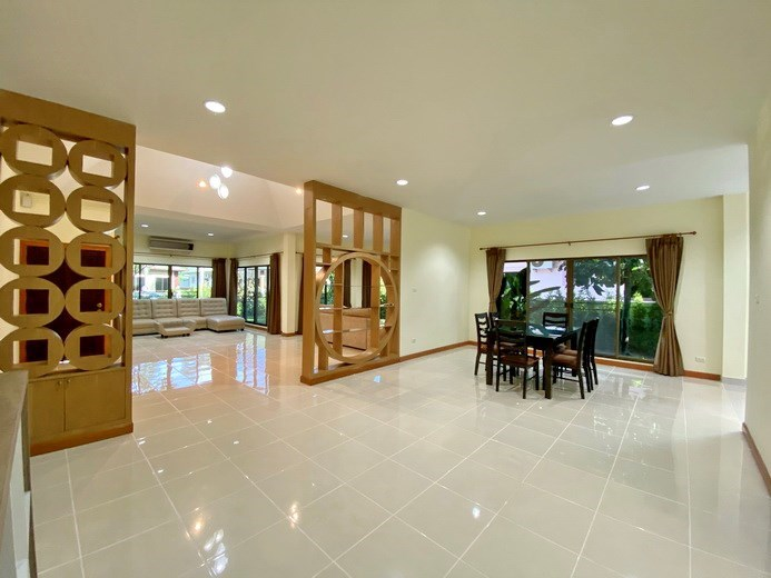House for rent East Pattaya showing the open plan living areas