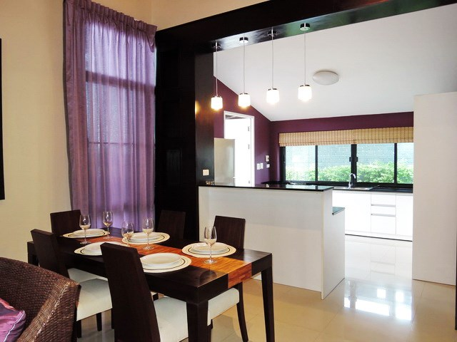 House for sale Pattaya showing the dining kitchen