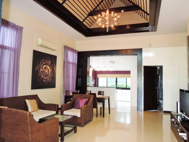 House for sale Pattaya showing the open plan living