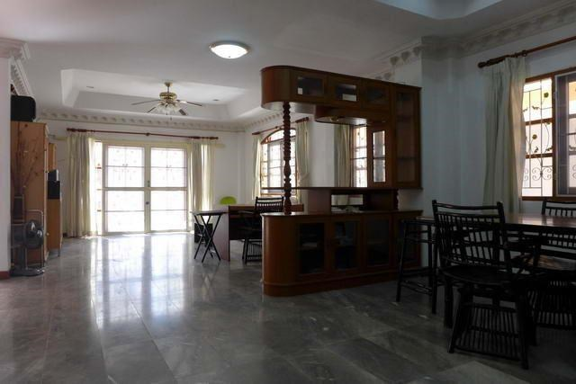 House For Rent Pattaya showing the large living area