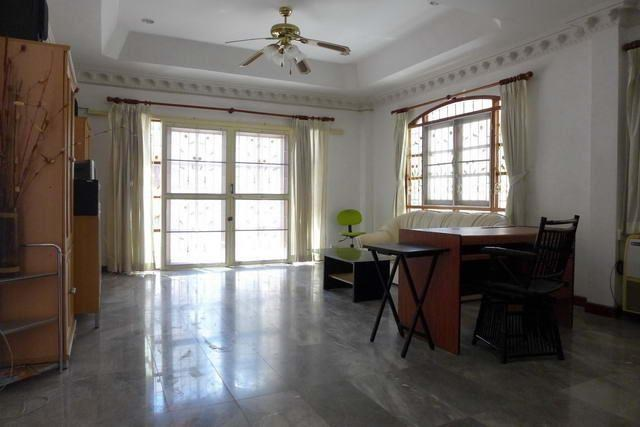 House For Rent Pattaya showing the office area