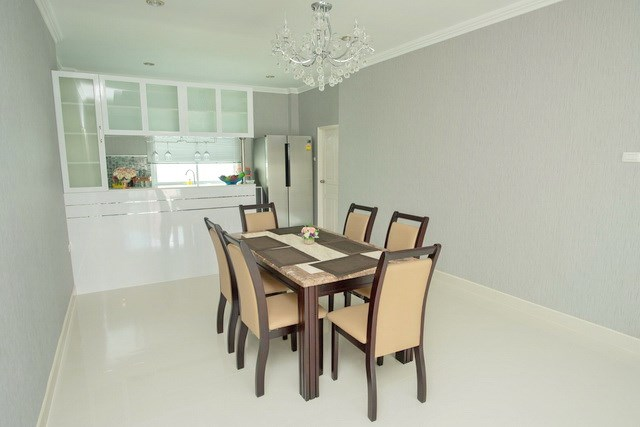 House for sale Bangsaray Pattaya showing the dining and kitchen