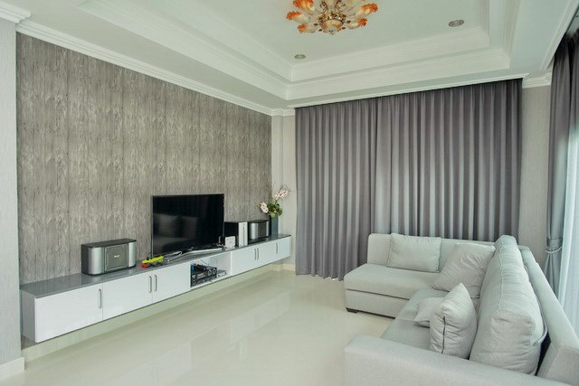 House for sale Bangsaray Pattaya showing the living room
