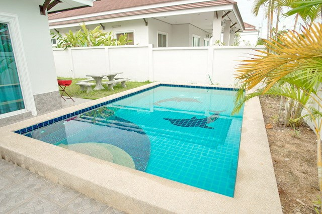 House for sale Bangsaray Pattaya showing the private pool