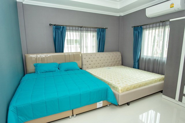 House for sale Bangsaray Pattaya showing the second bedroom
