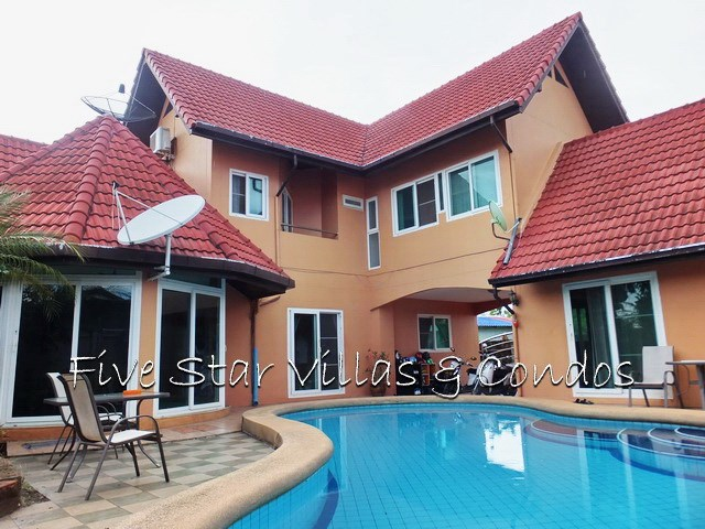 House for sale East Pattaya showing the house, pool and terraces