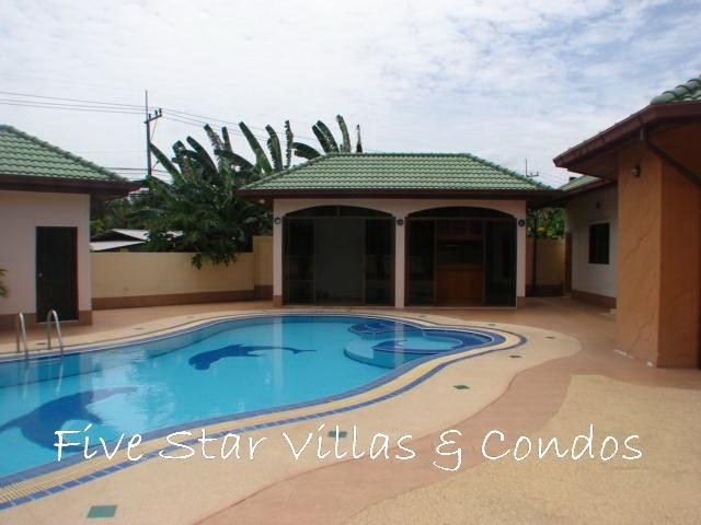House for sale East Pattaya showing the swimming pool