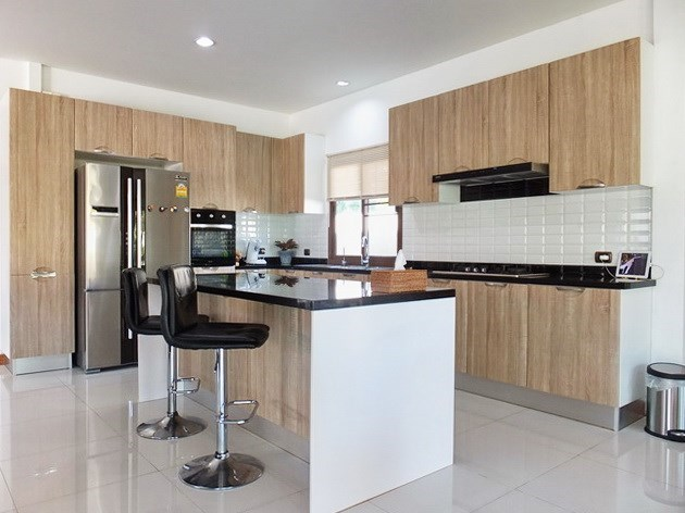 House For Sale Huay Yai Pattaya showing the kitchen area