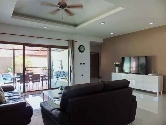 House For Sale Huay Yai Pattaya showing the living area and outside terraces