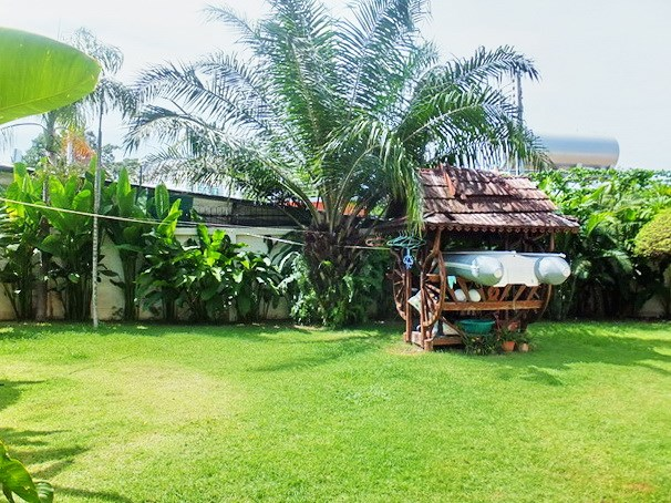 House for sale Jomtien showing the sala and garden