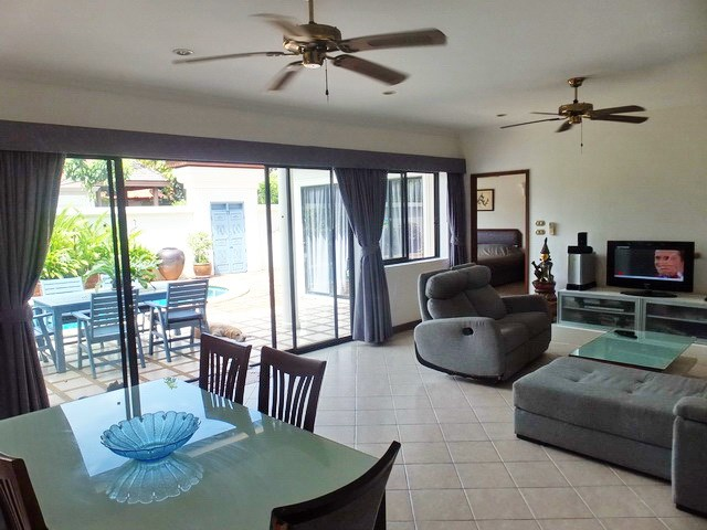 House for sale Jomtien showing the living, dining and terraces
