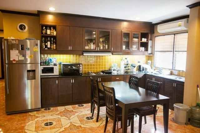 House for sale Huay Yai Pattaya showing the kitchen and dining areas