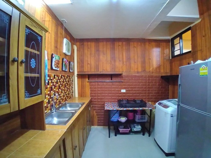 House for sale Pattaya showing the kitchen area