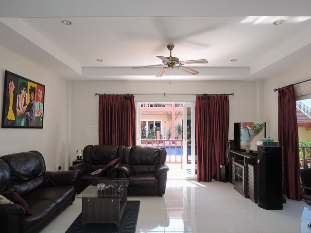 House for sale Pratumnak Hill Pattaya showing the living room