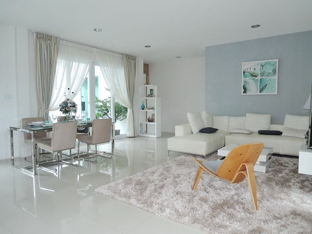 House for Sale Silverlake Pattaya showing the living room