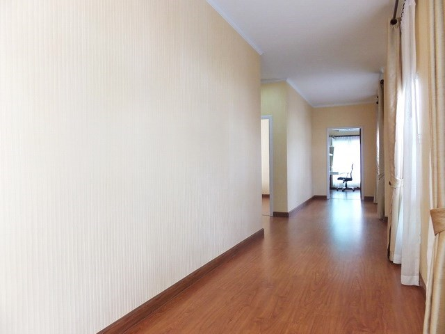 House for sale WongAmat Pattaya showing the corridor