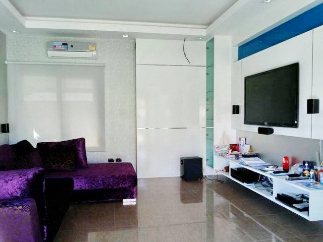 House for sale Huay Yai Pattaya showing the living room