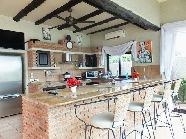 House for rent Pattaya showing the guest house kitchen