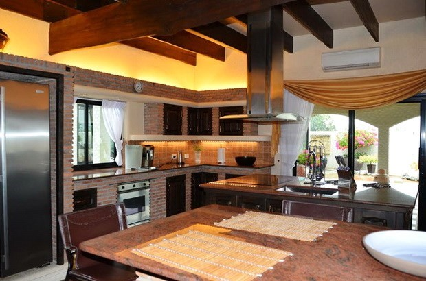 House for rent Pattaya showing the large kitchen